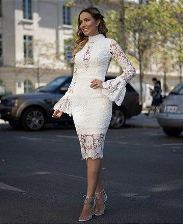 Vestido Paris em Renda com Manga Flare e Bordados