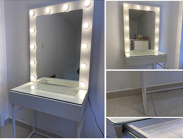Mesa de maquiagem com gaveta e espelho