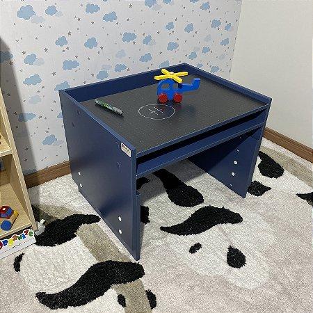 Mesa infantil azul com regulagem de altura de 2 a 10 anos de idade - 63cm largura - não acompanha cadeira