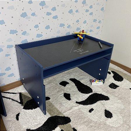 Mesa infantil azul com regulagem de altura grande com 83cm de largura - Não inclui cadeira.