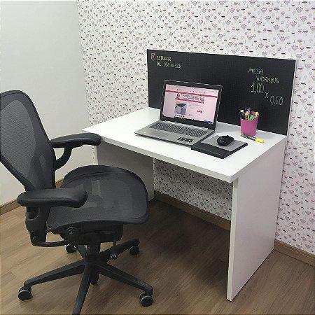 Mesa Job branca com divisória em blackdots  - medida: 100x60x75