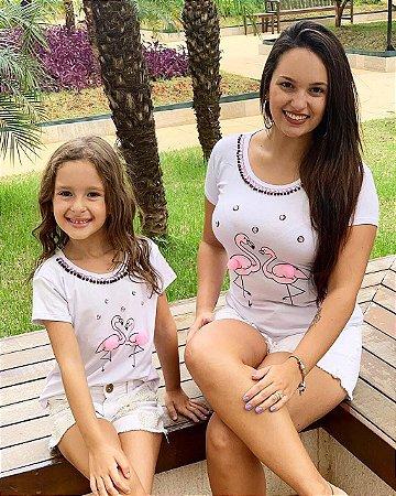 76906fef5 Camiseta mãe e filha flamingo com pedraria e pompom - Maria Manu