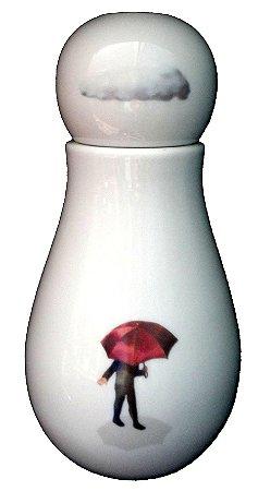 MORINGA DANÇANDO NA CHUVA (PORCELANA - 11 X 22 CM)