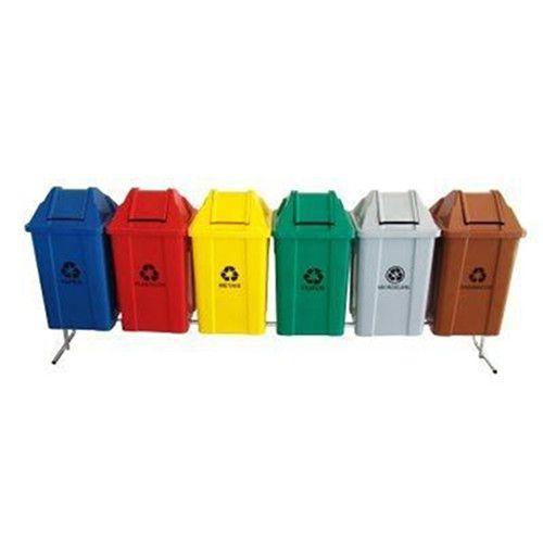 Conjunto para coleta seletiva com 06 cestos quadrados com tampa vai e vem 100 litros