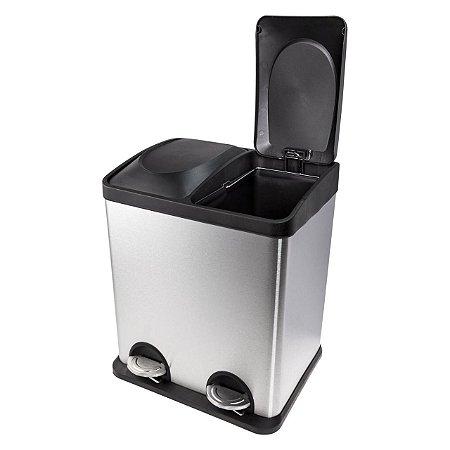 Lixeira em aço inox escovado, com abertura da tampa por pedal e 2 x 15 litros