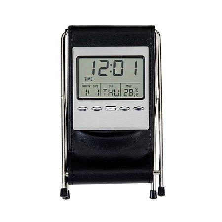 Porta caneta em couro sintético com relógio. Possui hastes em metal. SK 309