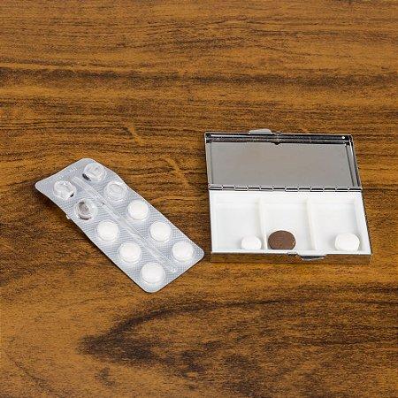 Porta comprimido de metal com 3 divisórias. SK13785