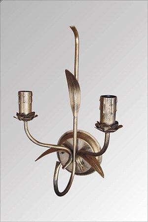 Arandela de ferro colonial ouro velho pátina 2 lampadas