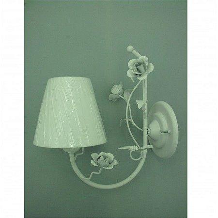 Arandela de ferro com flores hortensia branca com cupula