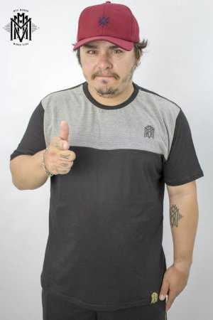 Camiseta Esbelto MMMV - Preta