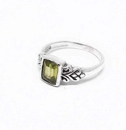 Anel Prata Bali 925 com Pedra Natural Peridoto (Feito a Mão) Exclusivo