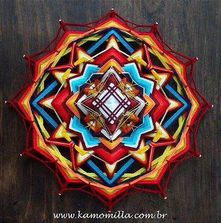 Mandala 12 pontas decorada com fios nobres 39 cm