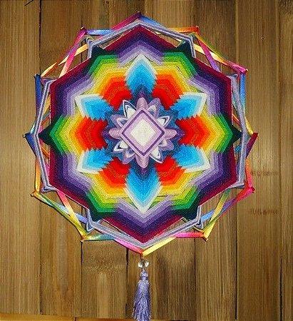 Mandala 12 pontas em lã multicolorida