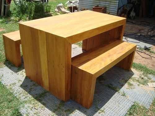 Conjunto de mesa e bancos modelo trave em Peroba Rosa
