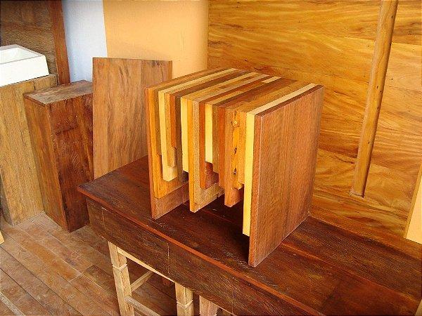 Mesa de centro exclusiva em madeiras maciças diversas - Linha Premium