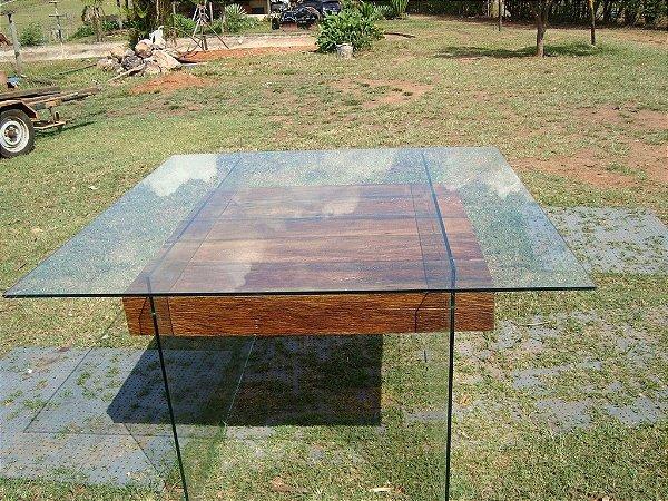 Mesa de jantar quadrada em vidro temperado e madeira de demolição - 100% Peroba Rosa