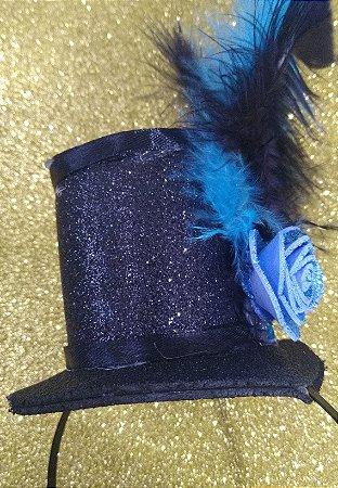 Tiara de Carnaval Cartola em EVA decorada com penas.