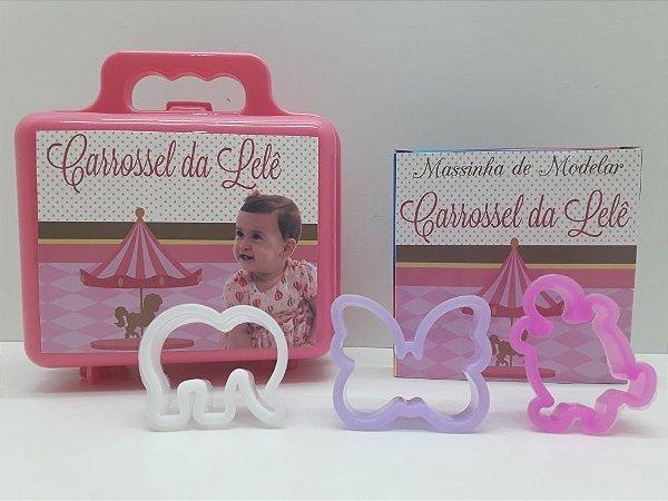 Maletinha + Massinha de modelar + 3 cortadores Tema Carrossel