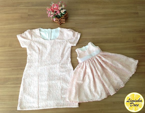 Vestido Social de Renda Rosa Claro - Mãe e Filha
