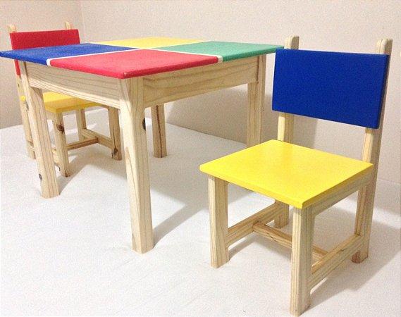 Mesa com cadeiras para atividades infantis - Colorida