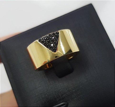 Anel V com Micro Zircônia Negras Banhado em Ouro18k