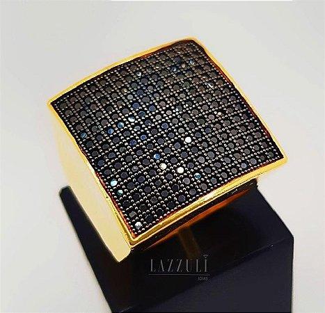 Anel Robusto Quadrado com Micro Zircônias Negra Banhado em Ouro18k (SKU: 00010475)