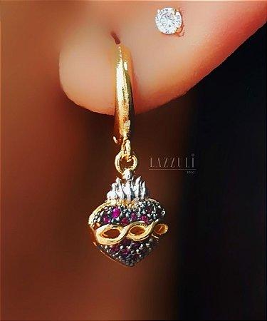 Brinco Argola Sagrado Coração com Micro Zircônias com Detalhes no Ródio Branco Banhado em Ouro18k