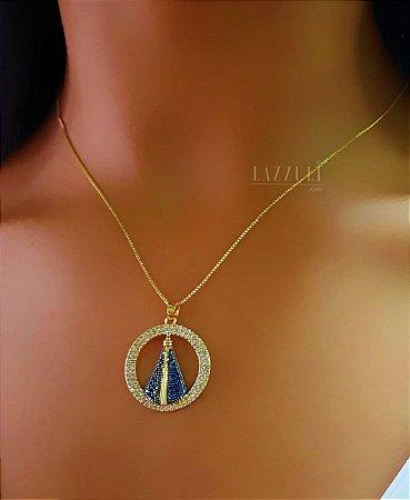 Colar Mandala Nossa Senhora Mandala Vazada com Micro Zircônia Cristal e Azul Banhado em Ouro18k