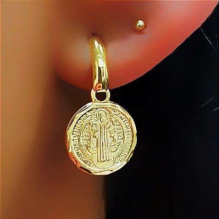 Brinco Pêndulo com Pingente São Bento Banhado em Ouro18k