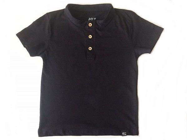 Camiseta lisa com botão - preta