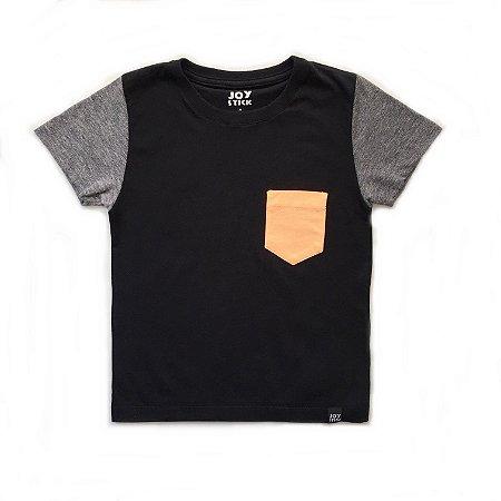 Camiseta Duo preta - bolso cinza laranja