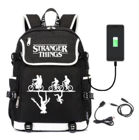Mochila Grande STRANGER THINGS com saída USB - Várias Estampas