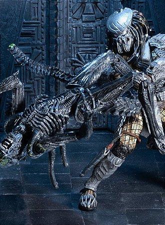 AvP Celtic Predator vs Grid Alien (Battle Damaged) - Action Figure
