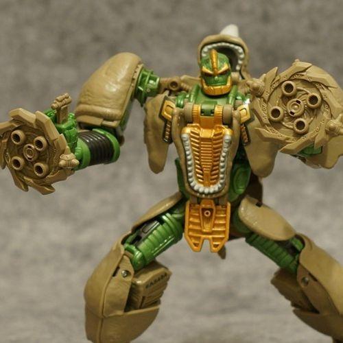 Transformers Generations: 30 anos - Rhinox