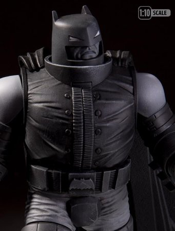 Batman: Black and White - Armored Batman - Frank Miller Statue