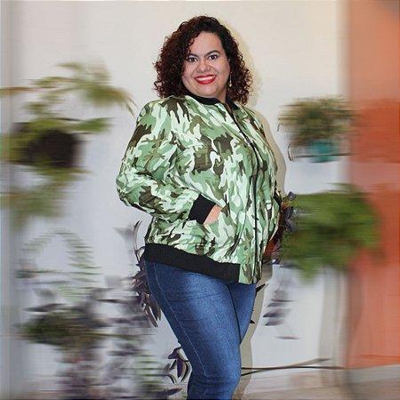 Jaqueta Bomber forrada Estampa Camuflada plus size
