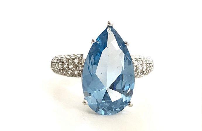 Anel com Pedra Azul Aqua e Zircônias Aro 18