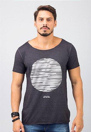 Camiseta Gola Canoa Preta Minimal Things