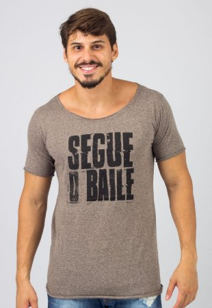 Camiseta Gola Canoa Black Noise Busted Segue o Baile
