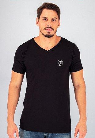 Camiseta Gola V Preta Stay Determined