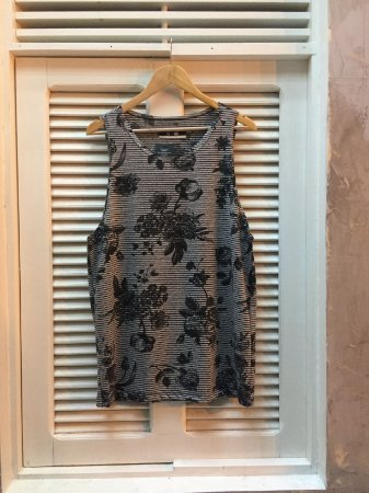 Camiseta Regata Cinza Listrada Floral