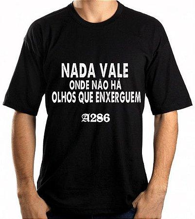 Camiseta, frase: Nada vale onde não há olhos que...