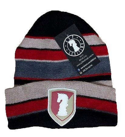 Touca Rap Legítimo, escudo, vermelho, preto, cinza e bege