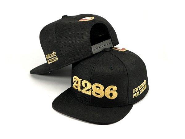 Boné A286 (Me Ame ou Odeie) - preto e dourado