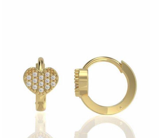 Argola Love M em diamantes (ouro amarelo)18K