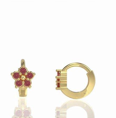argola flor (P) com rubis em ouro amarelo