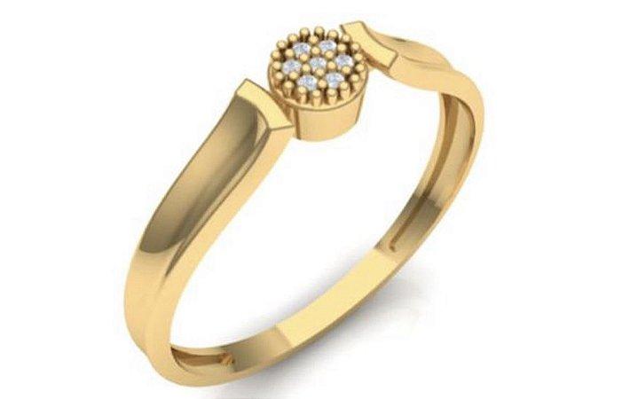 Anel em ouro amarelo 18k com diamantes