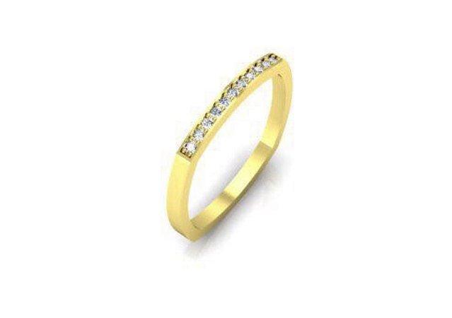 Aliança quadrada em ouro amarelo 18k com diamantes