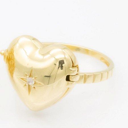 Anel relicário em ouro com diamantes