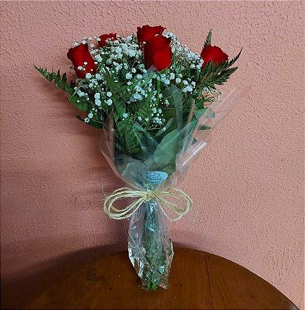 buque com 6 rosas